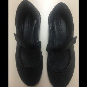 ECCO BLACK LOAFERS SOOO COMFORTABLE SIZE 7